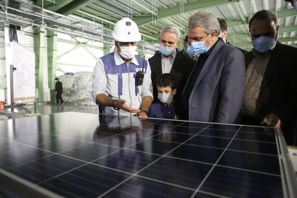 بازدید وزیر صمت از طرح بزرگ تولید سلولهای خورشیدی در شهرستان خمین